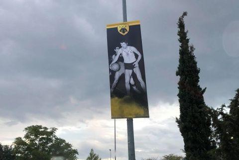 Εικόνες από ένδοξες στιγμές της ΑΕΚ έξω από το νέο της γήπεδο