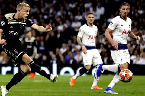 Ajax's Donny van de Beek scores his side's opening goal during the Champions League semifinal first leg soccer match between Tottenham Hotspur and Ajax at the Tottenham Hotspur stadium in London, Tuesday, April 30, 2019. (AP Photo/Kirsty Wigglesworth)