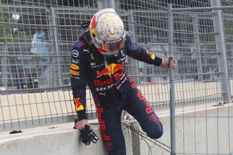 Ο Μαξ Φερστάπεν αποχωρεί απ' την πίστα αφού εγκατέλειψε στο GP του Μπακού