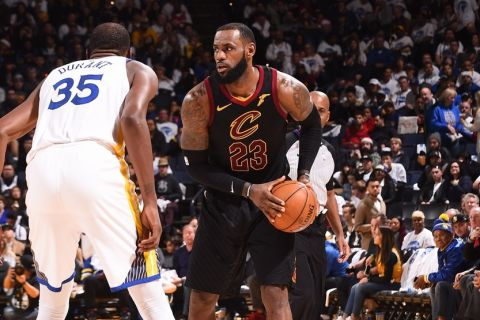 OAKLAND, CA - DECEMBER 25:   LeBron James #23 of the Cleveland Cavaliers handles the ball against Kevin Durant #35 of the Golden State Warriors on December 25, 2017 at ORACLE Arena in Oakland, California. NOTE TO USER: User expressly acknowledges and agrees that, by downloading and or using this photograph, user is consenting to the terms and conditions of Getty Images License Agreement. Mandatory Copyright Notice: Copyright 2017 NBAE (Photo by Noah Graham/NBAE via Getty Images)
