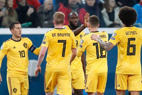 """Οι παίκτες του Βελγίου πανηγυρίζουν γκολ που σημείωσαν κόντρα στη Ρωσία για τους προκριματικούς ομίλους του Euro 2020 στην """"Γκάζπρομ Αρένα"""", Αγία Πετρούπολη   Σάββατο 16 Νοεμβρίου 2019"""