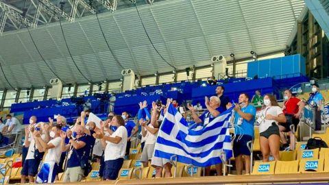 Οι πανηγυρισμοί της ελληνικής κερκίδας στο κολυμβητήριο του Τόκιο