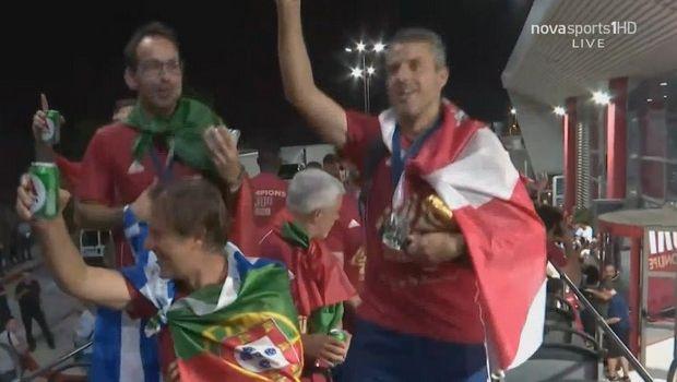 Ολυμπιακός: Πανηγυρισμοί πάνω στο πούλμαν