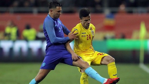 Romania's Cristian Ganea, right, challenges Netherlands' Steven Berghuis during the international friendly soccer match between Netherlands and Romania on the National Arena stadium in Bucharest, Romania, Tuesday, Nov. 14, 2017. (AP Photo/Vadim Ghirda)