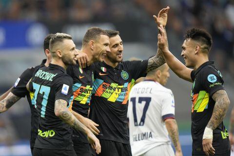 Οι παίκτες της Ίντερ πανηγυρίζουν γκολ κόντρα στην Μπολόνια σε ματς για την Serie A | 18 Σεπτεμβρίου 2021