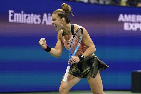 Η Μαρία Σάκκαρη πανηγυρίζει κόντρα στην Καρολίνα Πλίσκοβα στο US Open την πρόκριση στα ημιτελικά