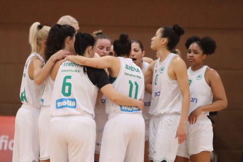 Οι παίκτριες της ομάδας μπάσκετ γυναικών του Παναθηναϊκού πριν από αγώνα την σεζόν 2020/21