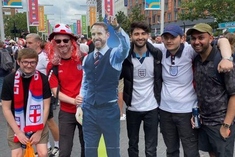 Το SPORT24 στο Λονδίνο: Ιππότες, Σάουθγκεϊτ και άφθονο αλκοόλ για τους Άγγλους πριν απ' τον τελικό