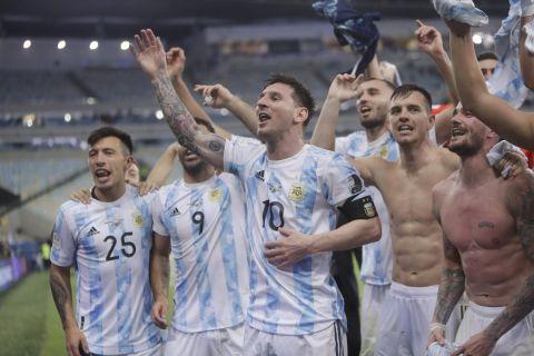 Οι παίκτες της Αργεντινής πανηγυρίζουν την κατάκτηση του Copa America