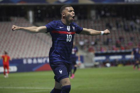 Ο Κιλιάν Εμπαπέ πανηγυρίζει το γκολ που σημείωσε
