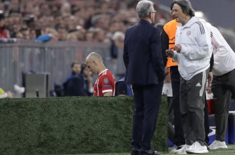 Bayern's Arjen Robben leaves the pitch into the tunnel after suffering an injury during the semifinal first leg soccer match between FC Bayern Munich and Real Madrid at the Allianz Arena stadium in Munich, Germany, Wednesday, April 25, 2018. (AP Photo/Matthias Schrader)