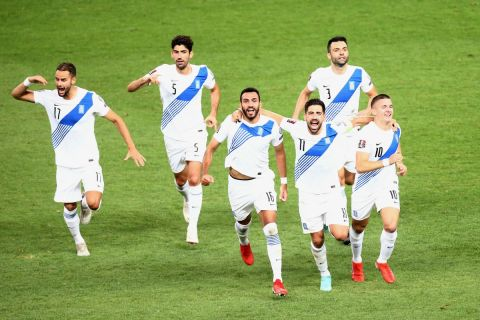 Οι παίκτες της Εθνικής πανηγυρίζουν γκολ στα προκριματικά του Παγκοσμίου Κυπέλλου κόντρα στη Σουηδία στο ΟΑΚΑ