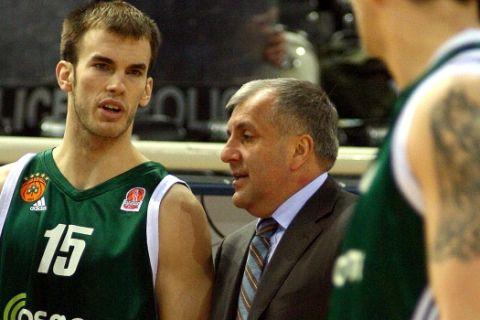 Ο Ζέλικο Ομπράντοβιτς με τον Νικ Καλάθη