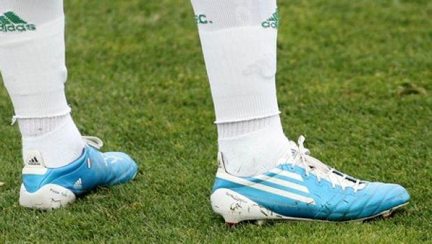 06439569238 Φυσικά δεν θα μπορούσε να φοράει κλασικά παπούτσια. Στον Παναθηναϊκό τον  είδαμε πολλές φορές με πράσινα, ενώ στην τελευταία του εμφάνιση στην  Παιανία, ...