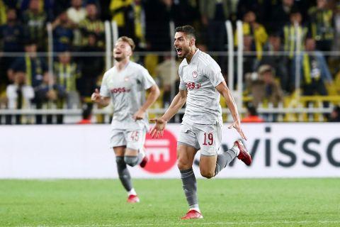 Ο Μασούρας πανηγυρίζει γκολ κόντρα στη Φενέρμπαχτσε για το Europa League