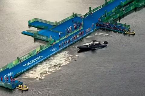 Ολυμπιακοί Αγώνες - Τρίαθλο: Έδωσαν εκκίνηση ενώ σκάφος ήταν μπροστά από τους μισούς αθλητές
