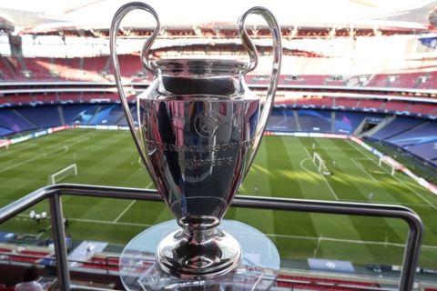 Το τρόπαιο του Champions League στο Ντα Λουζ