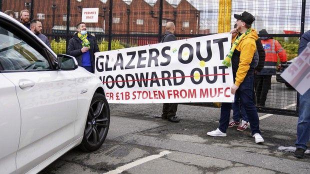 Οι οπαδοί της Μάντσεστερ Γιουνάιτεντ διαμαρτύρονται κατά της ιδιοκτησίας Γκλέιζερ
