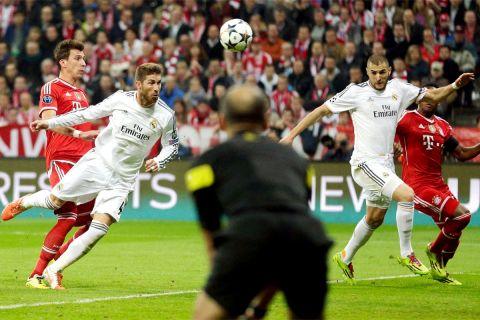 """Ο Σέρχιο Ράμος πετυχαίνει το δεύτερο γκολ του εναντίον της Μπάγερν στο """"Αλιάντς Αρένα"""" του Μονάχου στον ημιτελικό του Champions League (29/4/2014)."""