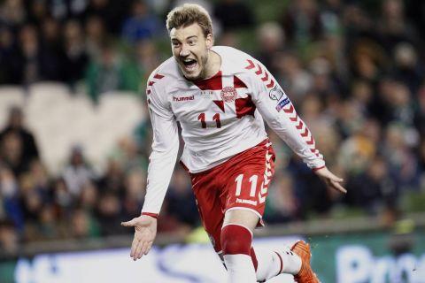 Ο Νίκλας Μπέντνερ πανηγυρίζει γκολ που σημείωσε με την εθνική Δανίας