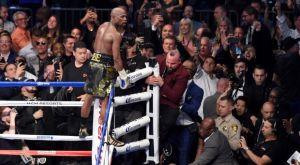 Βόμβα του Joe Rogan: «O Μayweather συζητάει για αγώνα στο UFC»