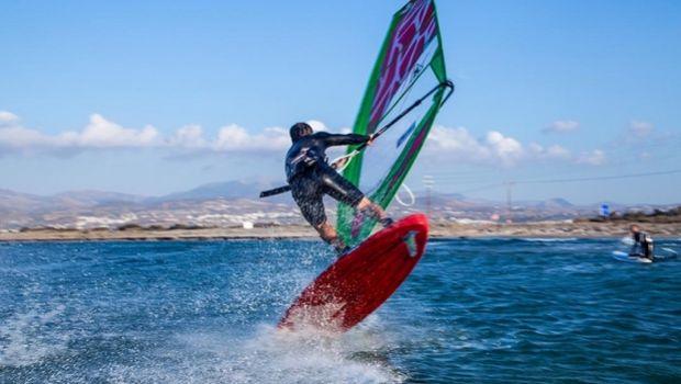 Η Νάξος φιλοξενεί το μεγαλύτερο Freestyle Windsurf event