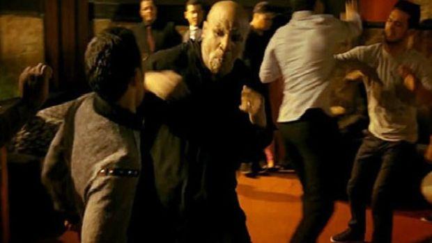 Ο Μάικ Τάισον πλακώνεται με Αλγερινούς μπράβους!