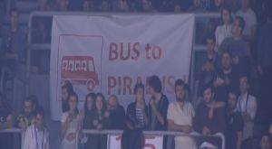 Πανό στο «Αμπντί Ιπεκτσί»: «Λεωφορείο για τον Πειραιά»