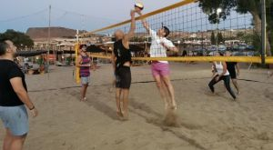 Ο Λευτέρης Αυγενάκης χαλαρώνει με Beach Volley