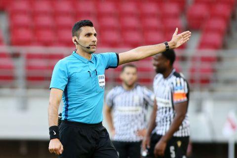 Ο διαιτητής Βασίλης Φωτιάς σε ματς της Super League Interwetten