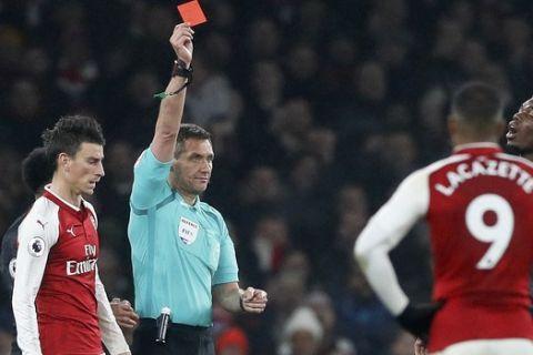 Η FA ανακοίνωσε τιμωρία με κίτρινες και κόκκινες κάρτες σε προπονητές