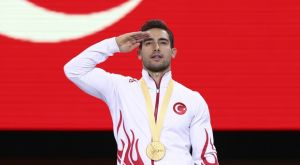 Γυμναστική: Στρατιωτικός χαιρετισμός και από τον Τσολάκ