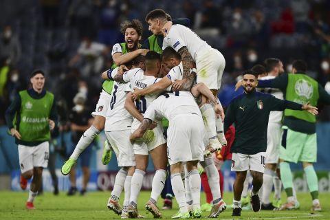 Η Εθνική Ιταλίας πανηγυρίζει την πρόκρισή της στον ημιτελικό του Euro 2020