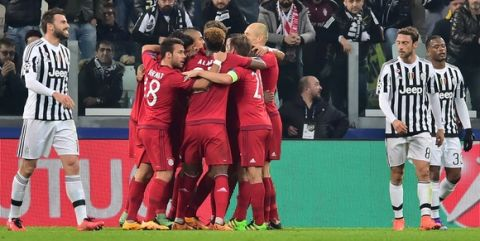 Bayern Munich's players (C) celebrate after scoring a goal during the UEFA Champions League round of 16 first leg football match between Juventus and Bayern Munich at the Juventus Stadium in Turin on February 23, 2016.   AFP PHOTO / GIUSEPPE CACACE / AFP / GIUSEPPE CACACE        (Photo credit should read GIUSEPPE CACACE/AFP/Getty Images)