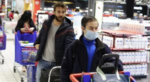 Κορονοϊός: Σε σούπερ μάρκετ της Ισπανίας απαγορεύεται να μιλήσεις σε άλλον