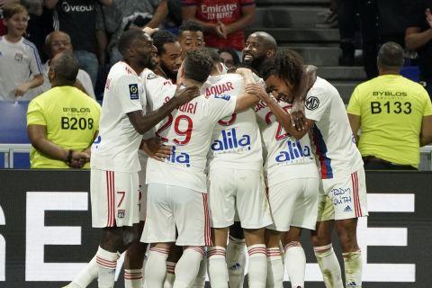 Οι παίκτες της Λιόν πανηγυρίζουν γκολ που σημείωσαν κόντρα στο Στρασβούργο