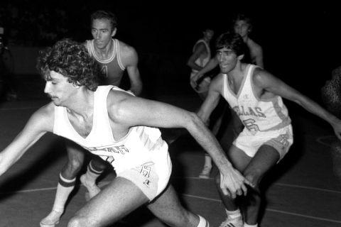 Ο Παναγιώτης Γιαννάκης σε αγώνα της Ελλάδας με τη Ρουμανία τον Σεπτέμβριο του 1979