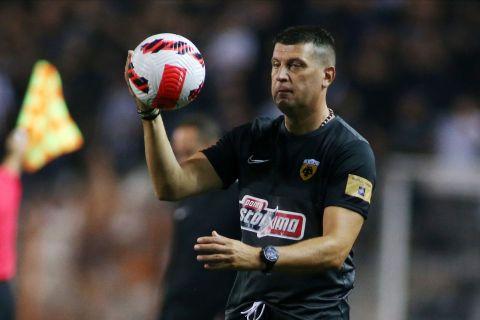 Ο Βλάνταν Μιλόγεβιτς στην αναμέτρηση της ΑΕΚ με τον ΠΑΟΚ