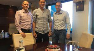 Συνάντηση Αγγελόπουλων – Μπαρτζώκα με τούρτα στα γραφεία της Arcadia