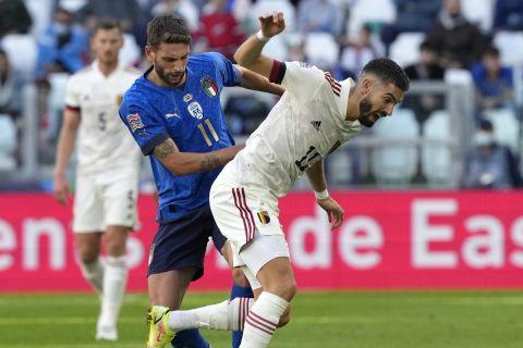 Ο Γιάνικ Καράσκο μάχεται με τον Μπεράρντι στο παιχνίδι του Βελγίου απέναντι στην Ιταλία στον μικρό τελικό του Nations League.