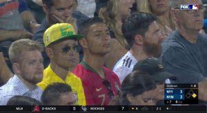 Οι σωσίες των Μέσι, Ρονάλντο και Νεϊμάρ σε αγώνα μπέιζμπολ!