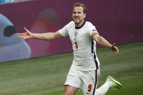 Ο Χάρι Κέιν πανηγυρίζει το γκολ που σημείωσε κόντρα στη Γερμανία