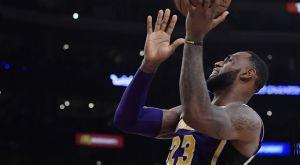 NBA Top 10: Με… ιστορικό ΛεΜπρόν, μεγάλα σουτ και πολλά καρφώματα