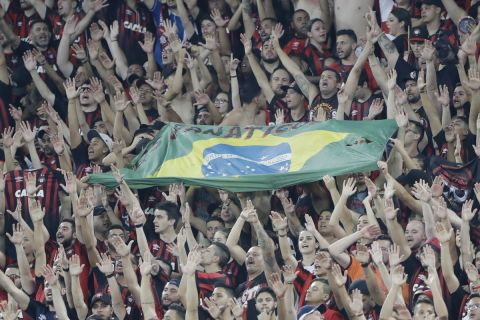 Φίλαθλοι της Ατλέτικο Παραναένσε στο ματς κόντρα στην Ζούνιορ για το Copa Sudamerican