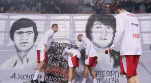 Οι παίκτες του Ολυμπιακού και της ΤΣΣΚΑ τίμησαν τη μνήμη των θυμάτων της Θύρας 7