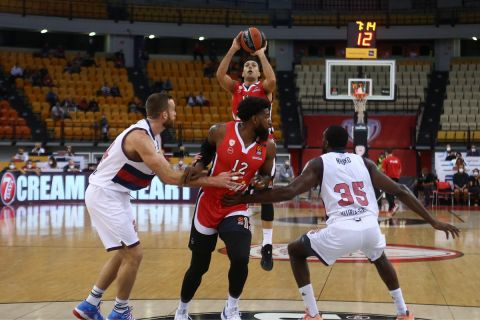 Ο Κώστας Σλούκας κόντρα στην Μπασκόνια στη EuroLeague