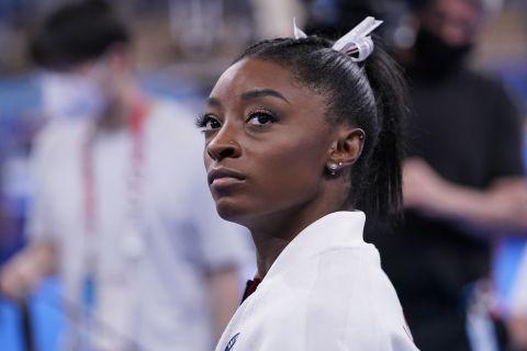 Η Σιμόν Μπάιλς σε στιγμιότυπο κατά τη διάρκεια του τελικού του τουρνουά ενόργανης γυμναστικής στους Ολυμπιακούς Αγώνες 2020, Τόκιο   Τρίτη 27 Ιουλίου 2021