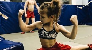 Little Polly: Η οκτάχρονη πρωταθλήτρια Sambo που έχει καταπλήξει τον κόσμο