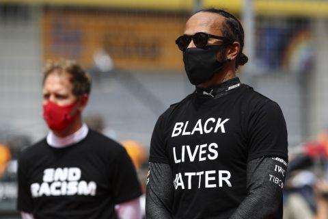 Ο Λιούις Χάμιλτον της Mercedes με μπλούζα Black Lives Matter πριν από το grand prix της Στύριας για τη Formula 1 2020-2021, Σπίλμπεργκ   Κυριακή 12 Ιουλίου 2020