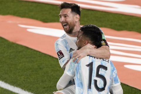 Ο Λιονέλ Μέσι πανηγυρίζει αφού σκόραρε με την Αργεντινή κόντρα στην Παραγουάη στα προκριματικά του Μουντιάλ της Λατινικής Αμερικής